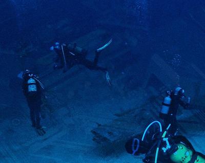 Underwater salvage divers